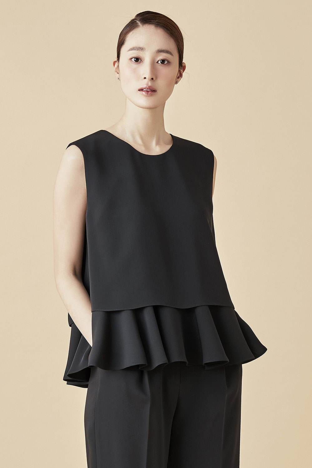 Layerd Sleeveless Shirring Top - Black