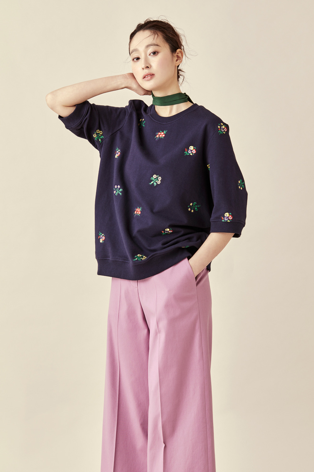 Embroidered Flower Bouquet Sweatshirt - Half Sleeve (네이비 리오더중. 5월 첫째주 발송가능)